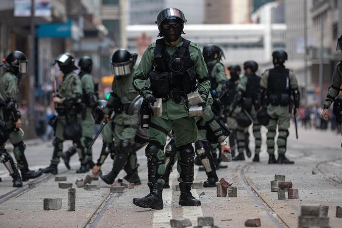 hong kong polizia violenza