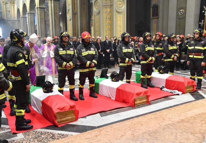 Il funerale dei tre vigili del fuoco morti nell'esplosione di una cascina a Quargneto, Alessandria