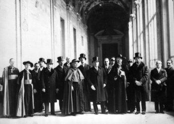Mussolini in Vaticano dopo la firma dei Patti lateranensi