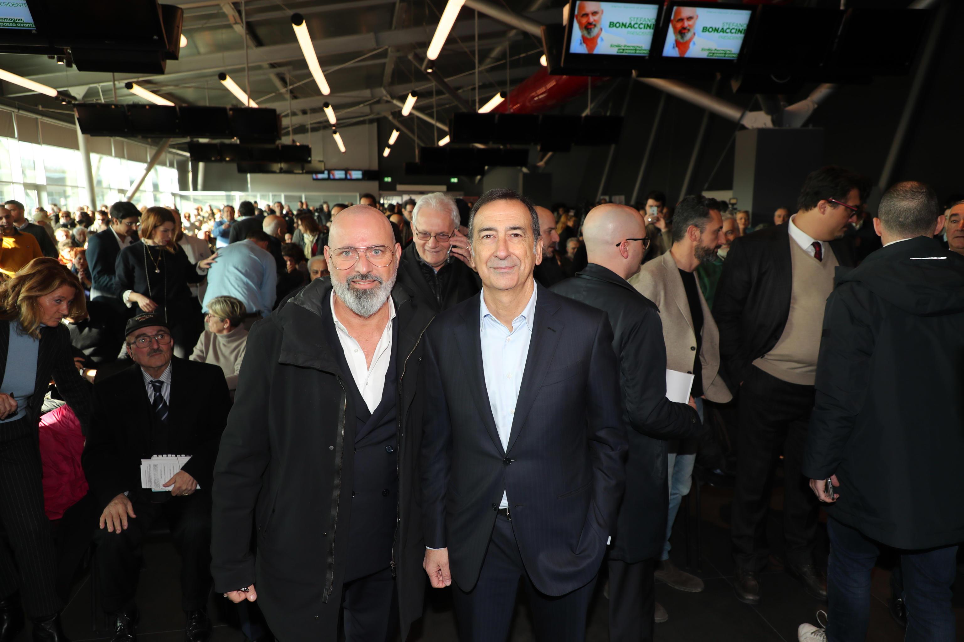 Stefano Bonaccini con Giuseppe Sala durante la campagna elettorale per l'Emilia-Romagna