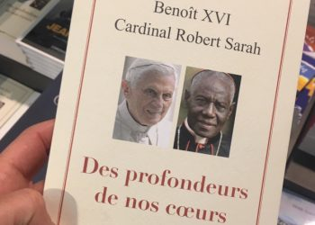 Il libro sul sacerdozio firmato da Benedetto XVI e Robert Sarah nell'edizione francese