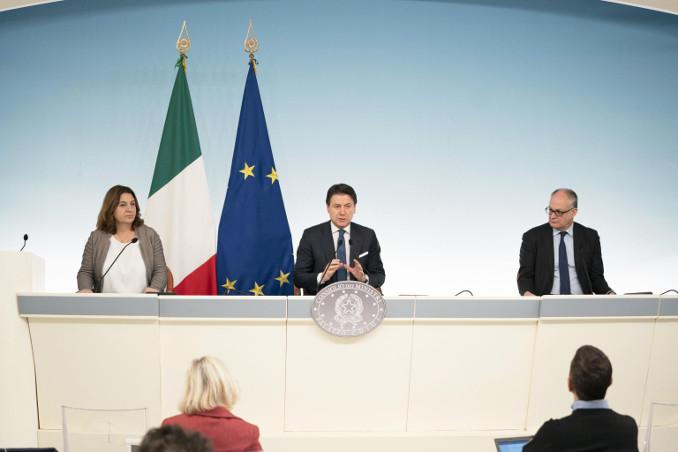 Conferenza stampa di presentazione del decreto Cura Italia
