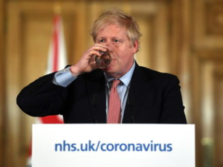 Boris Johnson alla conferenza stampa sul coronavirus