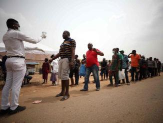 Controllo della temperatura corporea in Nigeria per l'emergenza coronavirus