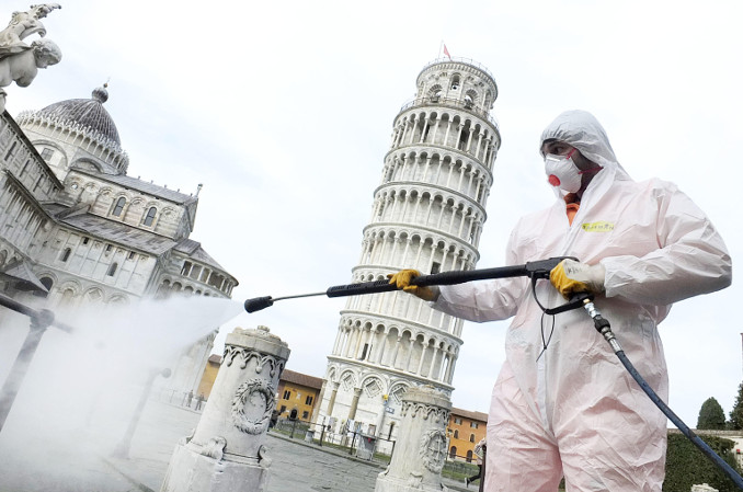 Sanificazione contro il coronavirus a Pisa