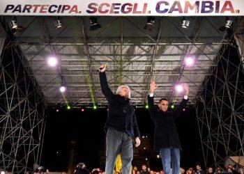Beppe Grillo e Luigi Di Maio in campagna elettorale per il M5s