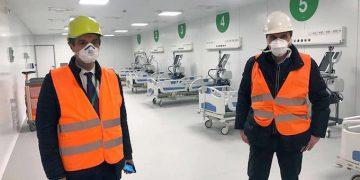 Il presidente della Regione Lombardia, Attilio Fontana, e il presidente di Fondazione Fiera Enrico Pazzali, durante il sopralluogo presso il nuovo ospedale realizzato in Fiera a Milano