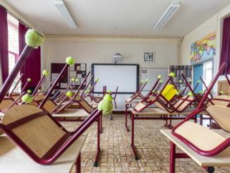 Aula di una scuola chiusa per l'emergenza coronavirus