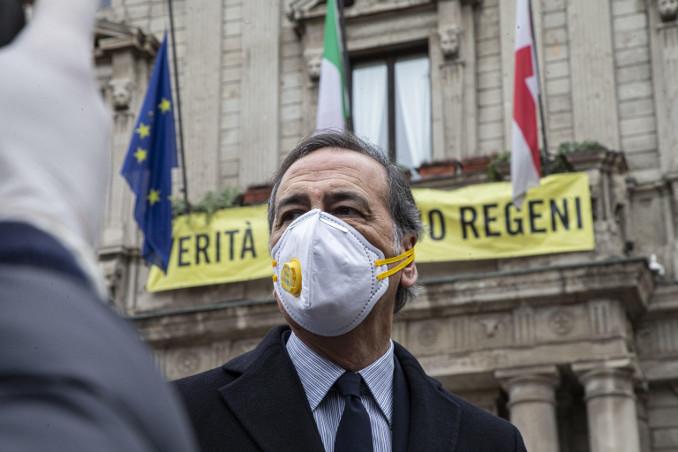 Beppe Sala con mascherina contro il coronavirus