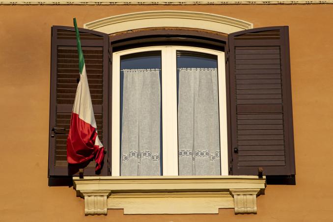 Finestra chiusa durante il lockdown in Italia contro il coronavirus