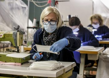 Produzione di mascherine contro il coronavirus