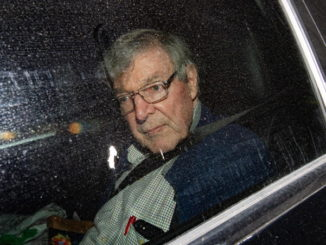 George Pell in auto dopo l'assoluzione e la liberazione dal carcere