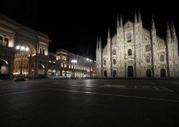 Piazza Duomo a Milano deserta per l'emergenza coronavirus