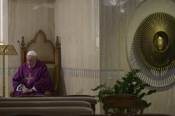 Papa Francesco durante una Messa a Santa Marta