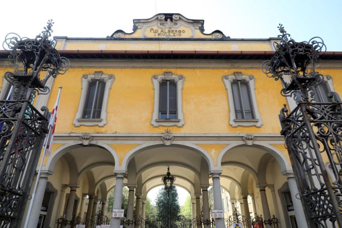 Ingresso del Pio Albergo Trivulzio a Milano