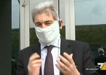 Raffaele Cattaneo con mascherina prodotta da Fippi per l'emergenza coronavirus