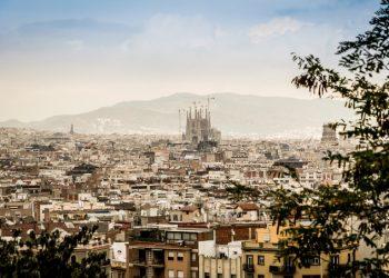 Il profilo della Sagrada Familia nel panorama di Barcellona