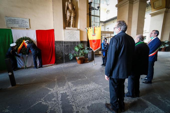 Celebrazione del 25 aprile a Napoli con il sindaco De Magistris e il presidente Anpi locale