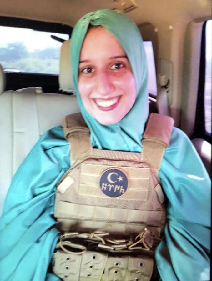 Aisha Silvia Romano appena liberata con il giubbotto dei servizi segreti turchi