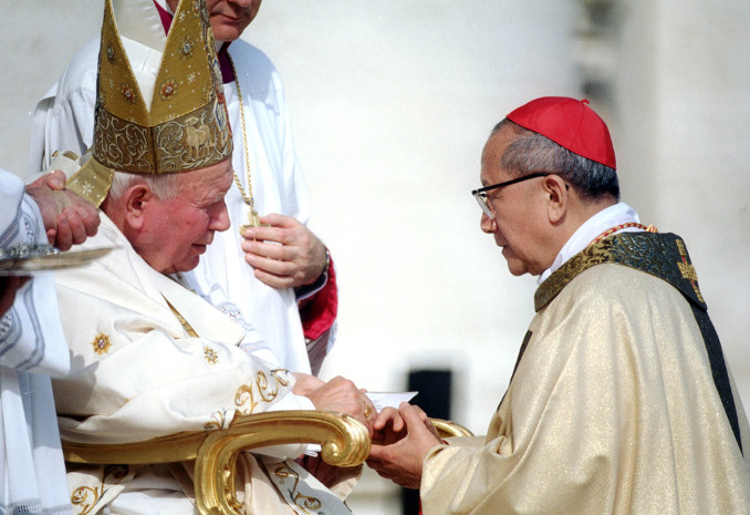 Il cardinale Nguyen Van Thuan con papa san Giovanni Paolo II