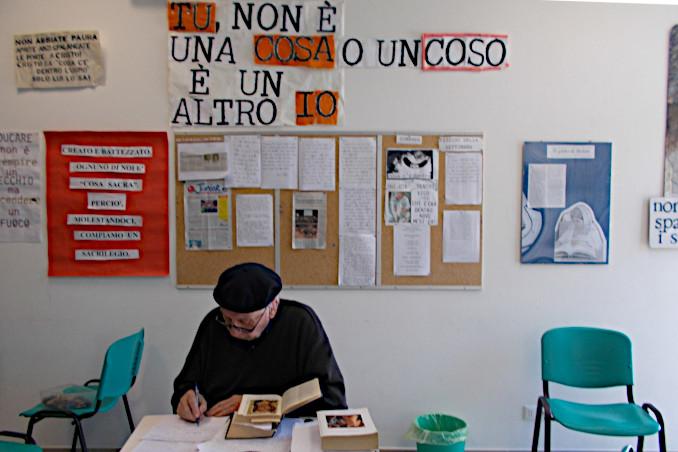 Don Antonio Villa nella scuola da lui fondata a Tarcento
