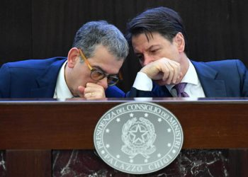 Giuseppe Conte con Luciano Carta (Aise, servizi segreti esterni)