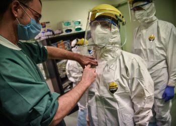 Medici e infermieri del reparto Covid dell'ospedale Humanitas di Rozzano, Milano