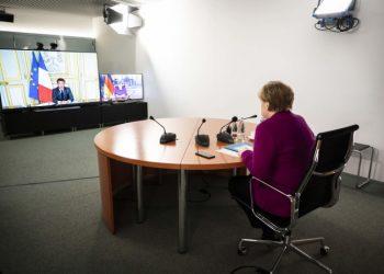 Angela Merkel in video conferenza con Emmanuel Macron