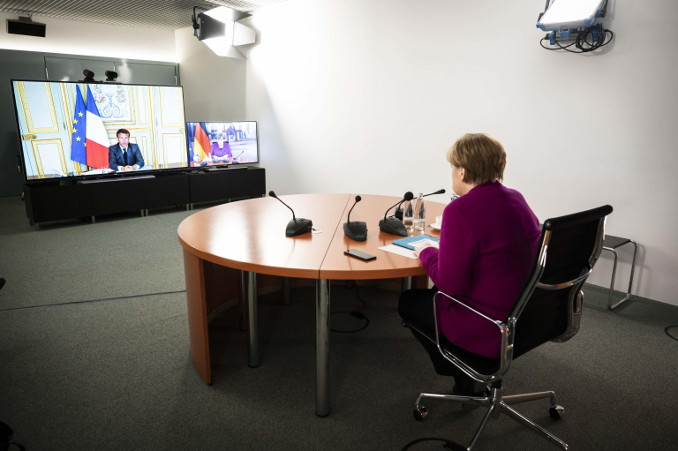 Angela Merkel in video conferenza con Emmanuel Macron