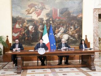 Stefano Patuanelli, Giuseppe Conte, Roberto Gualtieri, Lucia Azzolina in conferenza stampa per la fase 2 dell'emergenza coronavirus