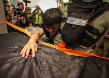 hong kong polizia proteste