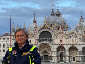 Luigi Brugnaro in piazza San Marco a Venezia