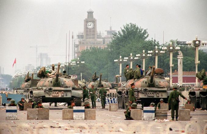 Tank cinesi in piazza Tienanmen nel 1989