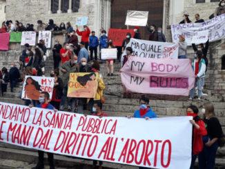 Protesta a Perugia contro la decisione di Donatella Tesei in Umbria di modificare la delibera sull'aborto farmacologico con Ru486