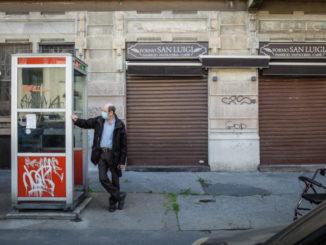 Negozi chiusi a Milano durante il lockdown per l'emergenza coronavirus