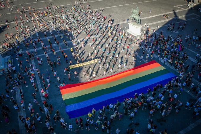 Flash mob a Napoli per la legge contro omofobia e transfobia