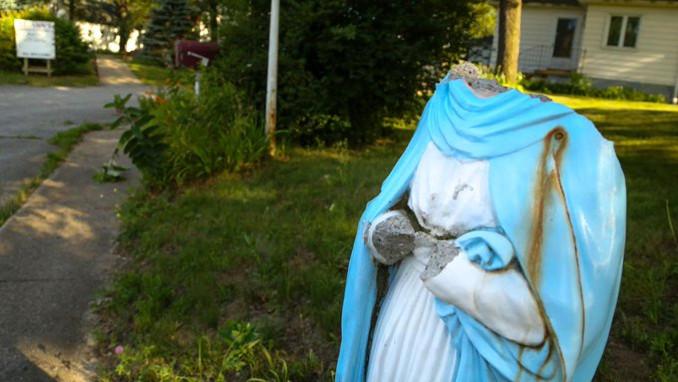 Statua di Maria vandalizzata a Gary, Indiana