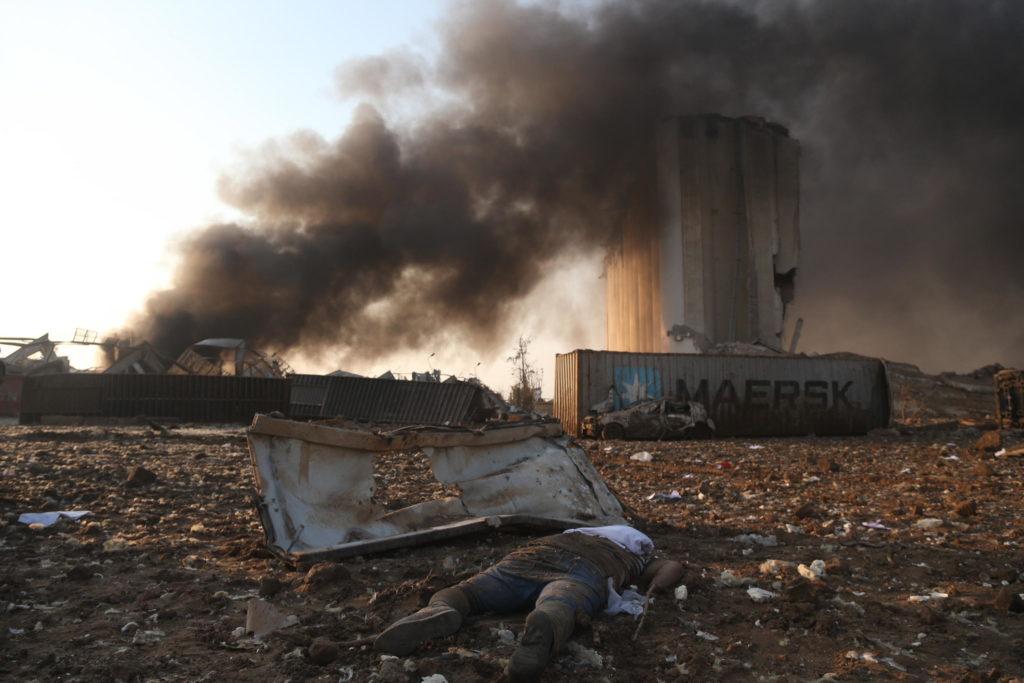 Devastazione a Beirut dopo le due esplosioni che hanno raso al suolo la zona del porto