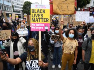 Manifestazione di Black Lives Matter contro il razzismo