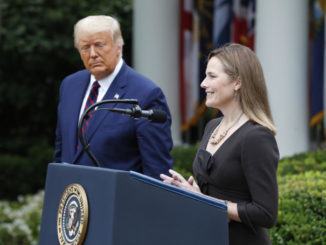 Donald Trump con Amy Coney Barrett