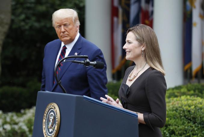 Donald Trump con Amy Coney Barrett