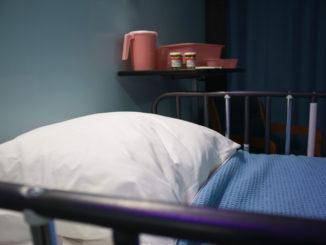 Letto di hospice vuoto