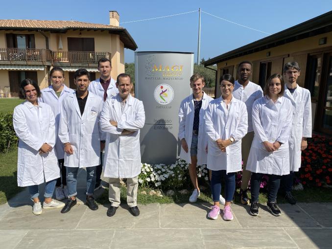 Matteo Bertelli con il team di Ebtna-Lab