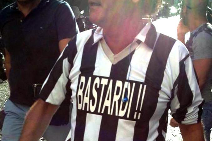 Protesta dei tifosi del Napoli contro la Juventus