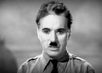 Fotogramma del monologo di Charlie Chaplin ne Il grande dittatore