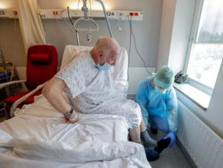 Anziano curato in ospedale