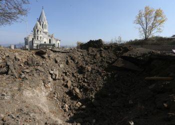 Segni dei bombardamenti nel Nagorno-Karabakh