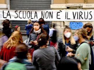 napoli scuola protesta