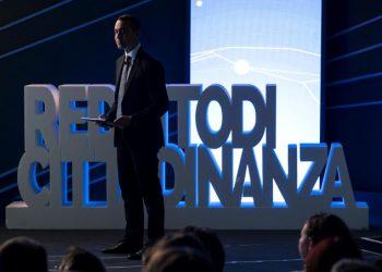 Luigi Di Maio alla presentazione della card per il reddito di cittadinanza