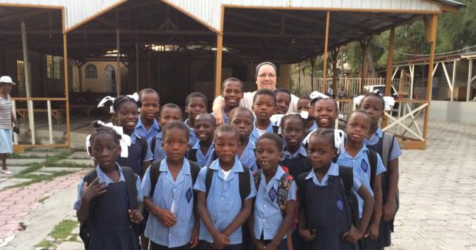 Suor Marcella Catozza nella missione di Haiti
